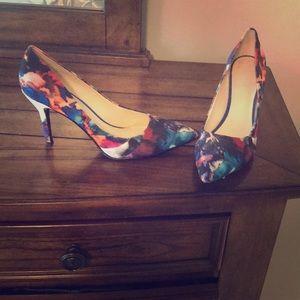 Nine West heels - multi color - size 8